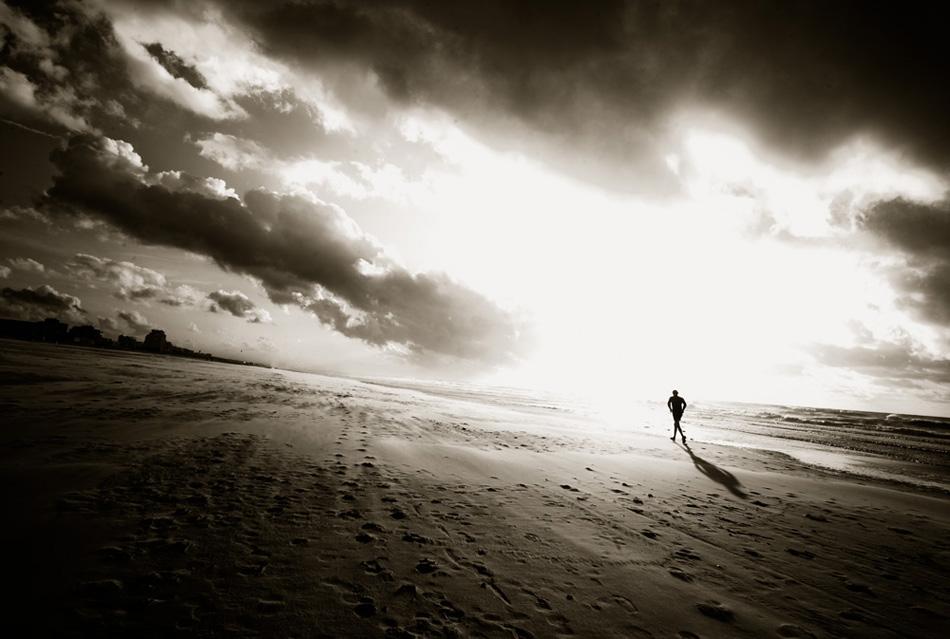 Huir de tus pasos y de tu sombra