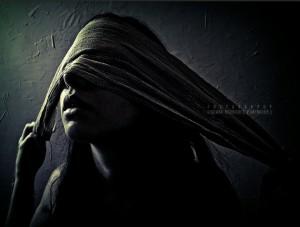 mujer-venda-ojos-tapados