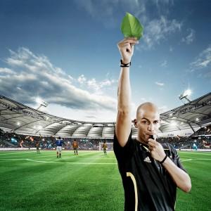 arbitro-tarjeta-verde-hoja