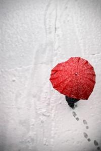 nieve-paraguas-rojo-corazon